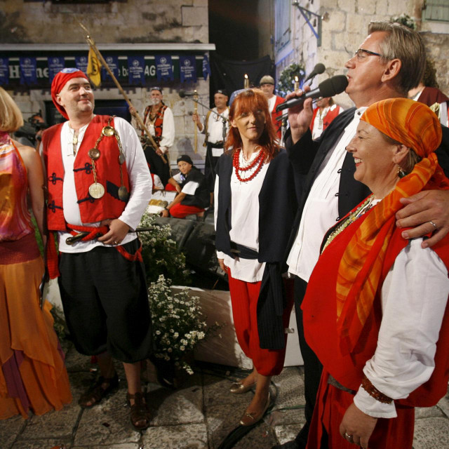 Omis, 260708. 43. Festival dalmatinskih klapa - Omis 2008. Zavrsna vecer muskih klapa. Na fotografiji: omiski gusari na Festivalu klapa u Omisu.