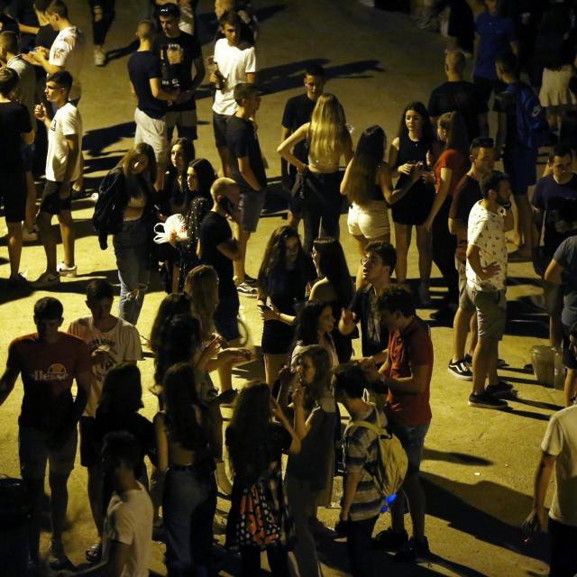 Okupljalište mladih u noćnim satima/Ilustracija<br />