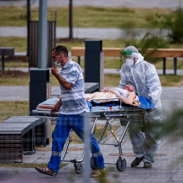 Prijevoz zaražene u specijaliziranu bolnicu pokraj Moskve