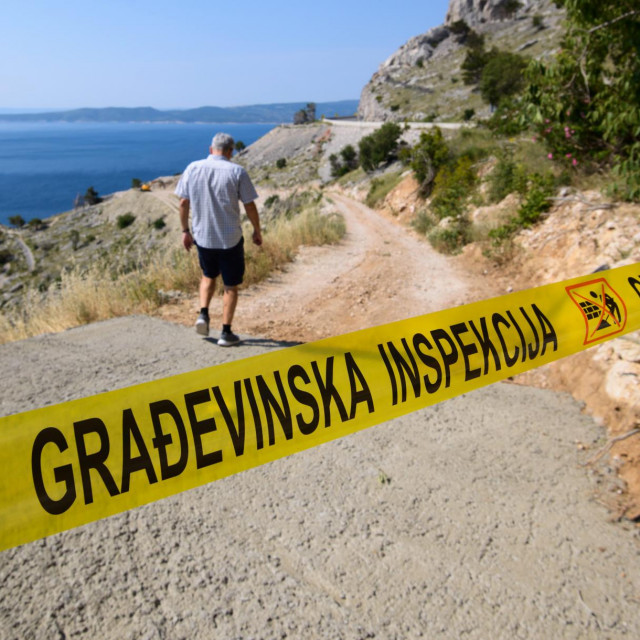 Građevinska inspekcija zabranila je radove na ilegalnoj cesti u uvali Vrulja koju gradi poduzetnik Stipe Latković