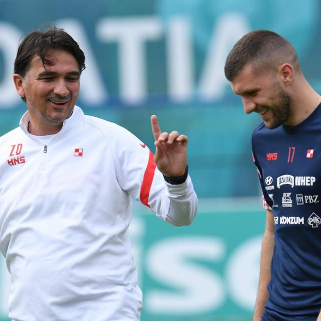 Zlatko Dalić i Ante Rebić snimljeni uoči prvenstva na treningu hrvatske nogometne reprezentacijeu kampu u Istri