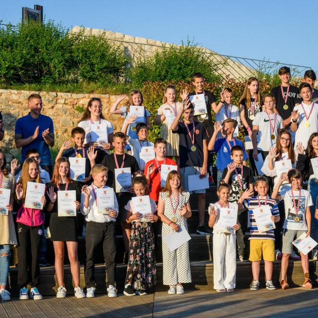 Sibenik, 040621.<br /> Na tvrdjavi Barone odrzana je dodjela priznanja najboljim sportasima Sibensko-kninske zupanije.<br /> Na fotografiji: mladi sportasi.<br />