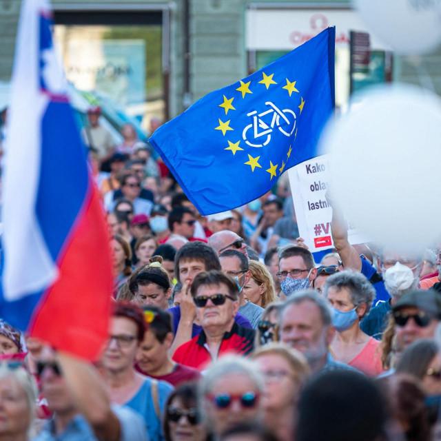 Slovenci su svoj revolt vladinim mjerama pokazali i na ulicama