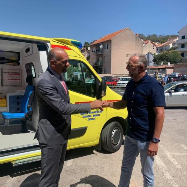 Župan Marko Jelić predao ključeve novog sanitetskog vozila koje će biti smješteno u Vodicama