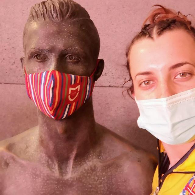 Dubrovkinja Petra Dičak, rukometašica Madeire pokraj kipa Cristiana Ronalda