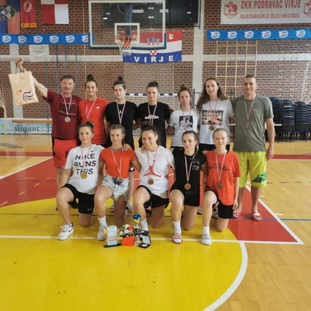 košarkašice Vodica brončane u kategoriji do 15 godina