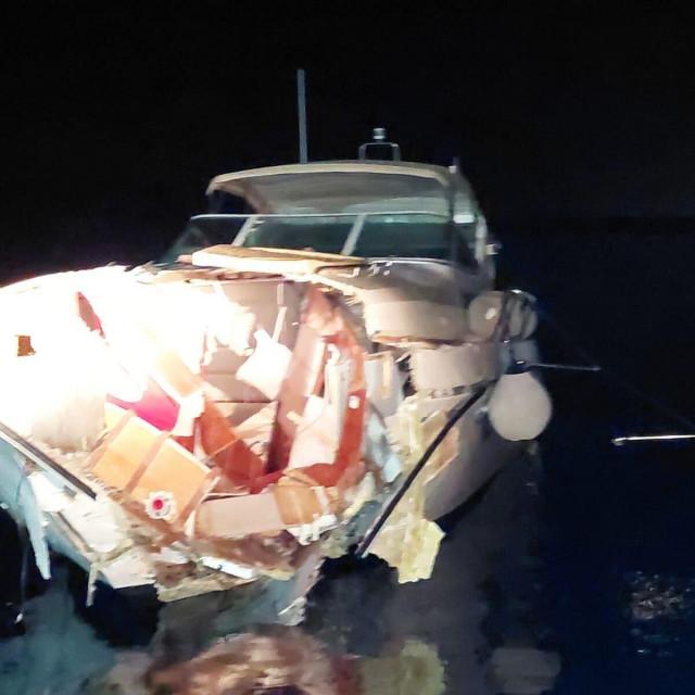 Motorni brod koji je na kraju potonuo...