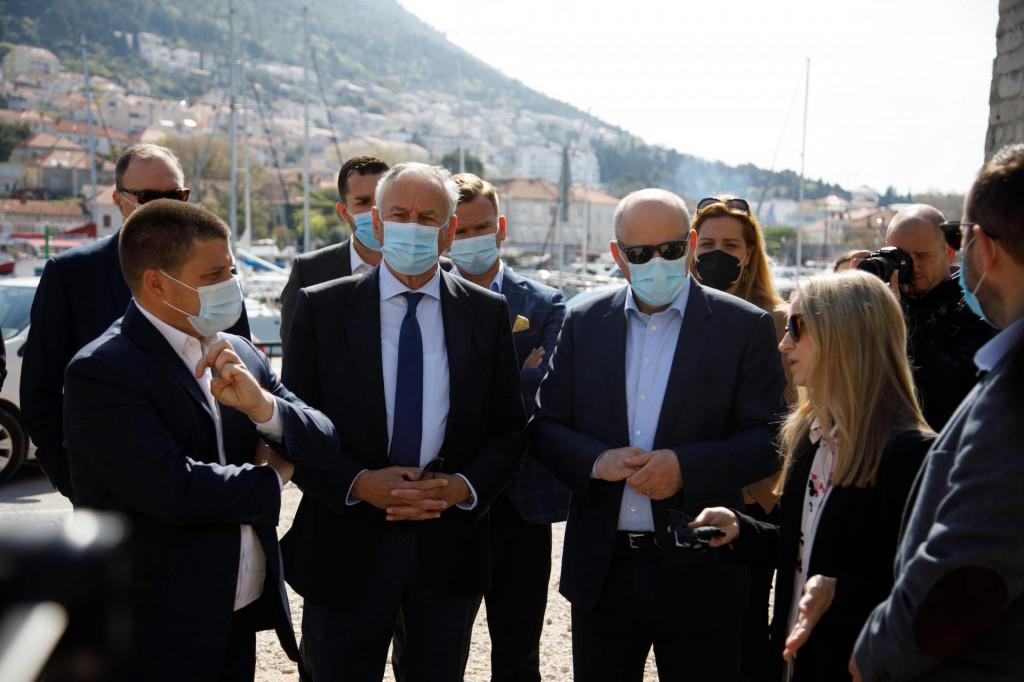 Paula Pikunić Vugdelija upoznaje ministra Olega Butkovića s projektom Lapadske obale