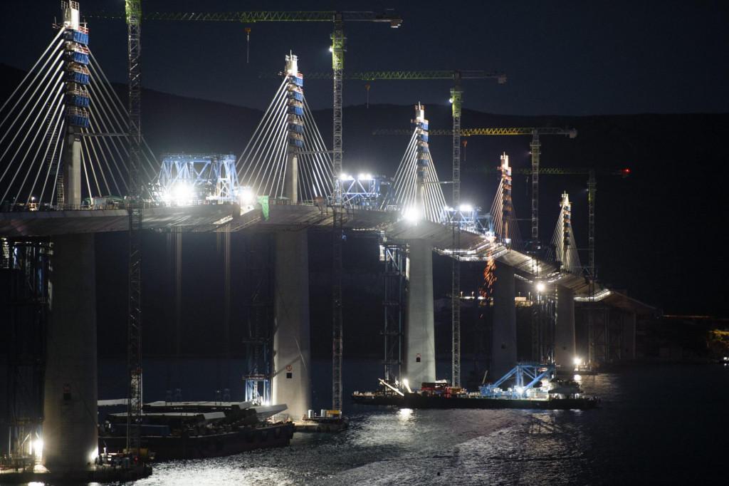 Komarna, 070721.<br /> Peljeski most je most u izgradnji koji bi trebao premostiti Malostonski zaljev izmedju Komarne i Brijeste na Peljescu, u Dubrovacko-neretvanskoj zupaniji i, sto je najznacajnije, povezati trenutno prekinuti kontinuitet hrvatskoga teritorija.<br />