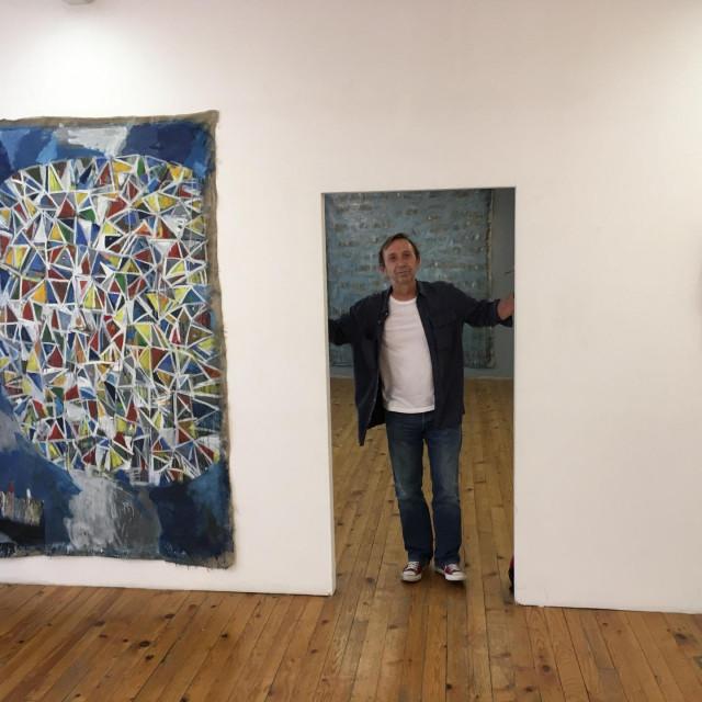 Izložba radova Zlatana Vrkljana u Splitu će ostati mjesec dana<br />