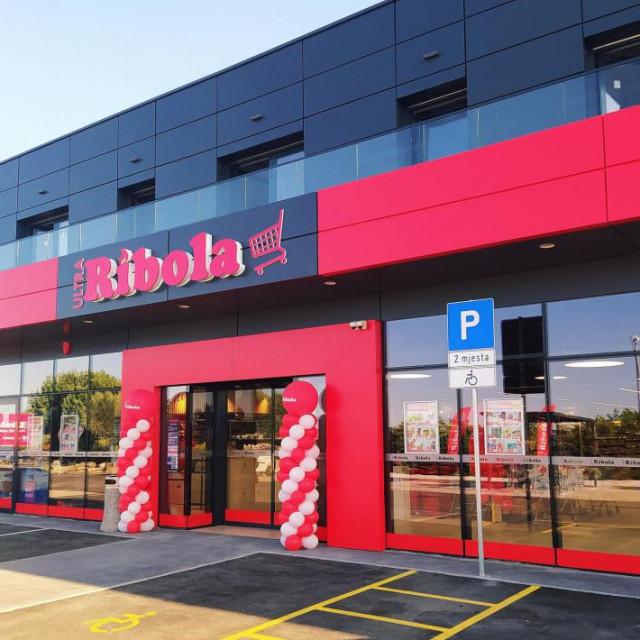 Otvoren je novi hipermarket Ribola u Orebiću