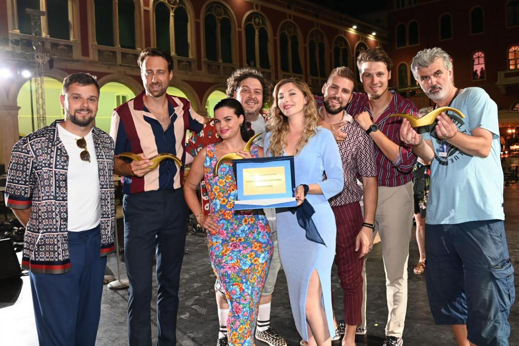 CAMBI, Saša Antić, Mladen Badovinac, TBF, Anamarija Asanović i Jagoda Kumrić s prvom nagradom publike - Zlatnim galebom