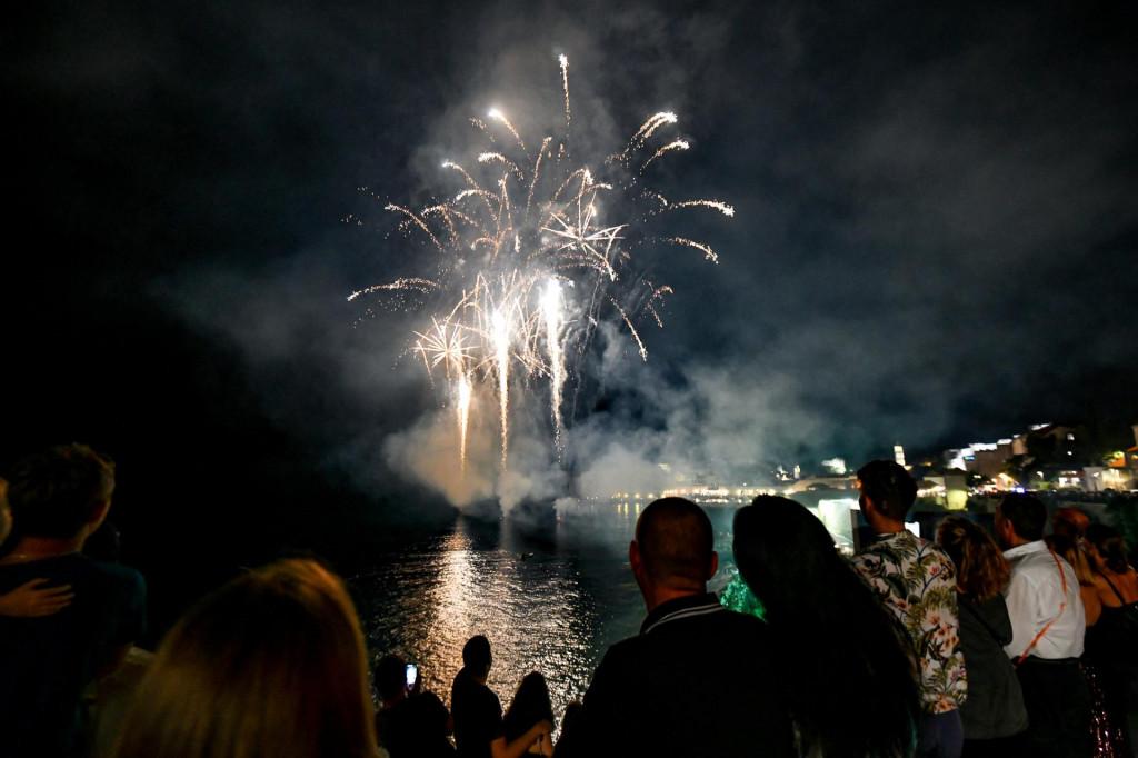 Dubrovnik, 10.07.2021. Vatromet nakon svecanog otvaranja 72. Dubrovackih ljetnih igara.