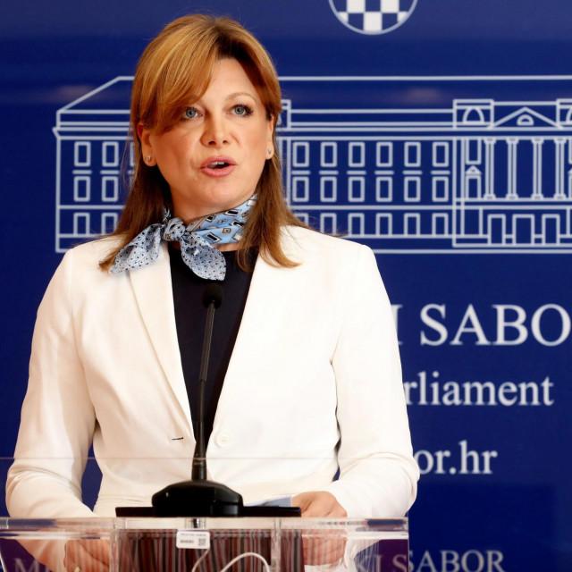 Karolina Vidović Krišto pitala je premijera tko mu daje pravo da utječe na medije i pravosuđe