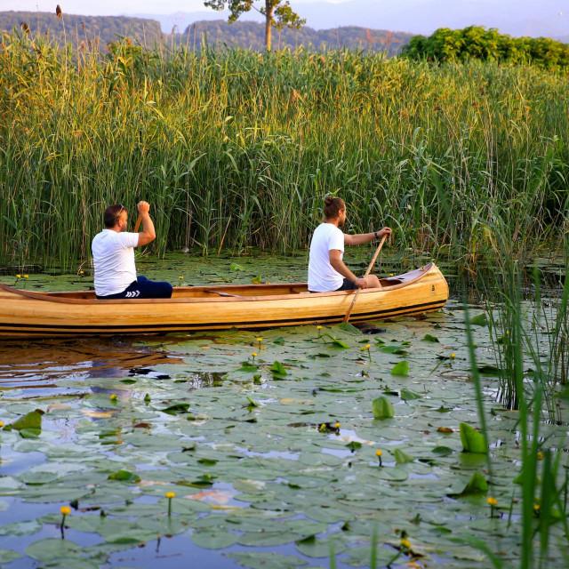 Na turskoj rijeci Sakarya plove indijanski kanui