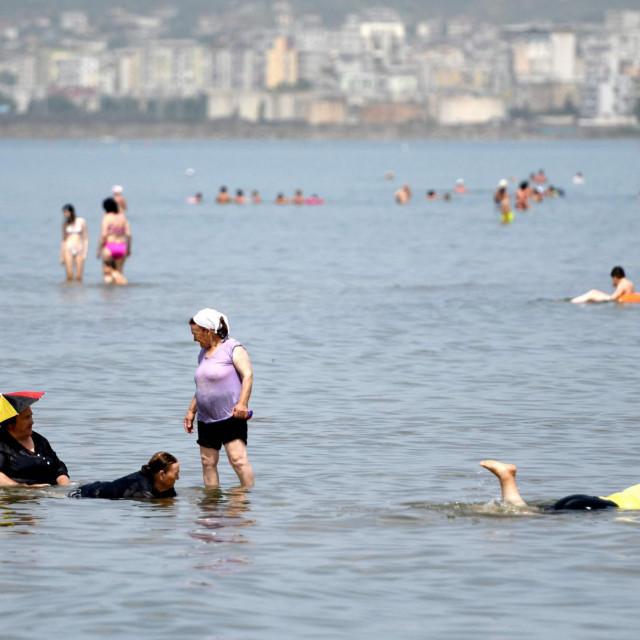 Osim srpskih turista, u Albaniju su stigli i brojni Makedonci, a čuje se i bosanski naglasak