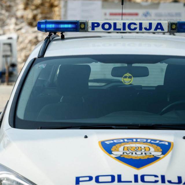 Sibenik, 050321.<br /> Pirotehnicari policije uklonili su bombu pronadjenu na gradilistu POS zgrade na Biocima.<br />