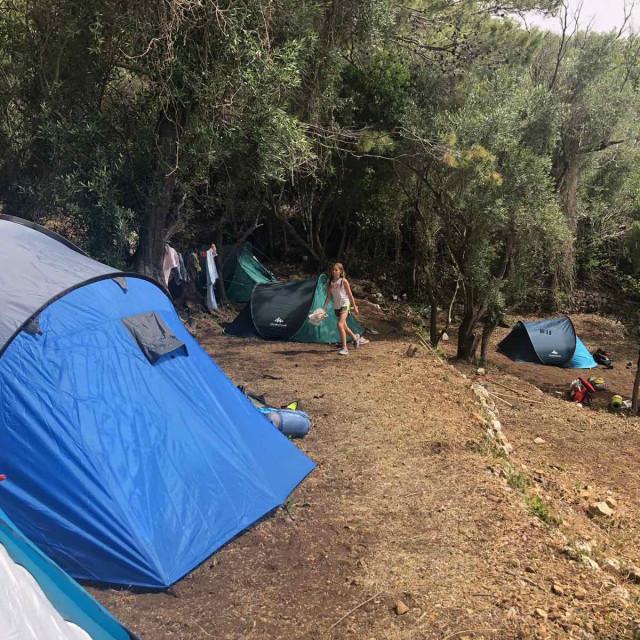Spavati u šatoru na tvrdoj zemlji 'može se, nije problem', reći će skauti