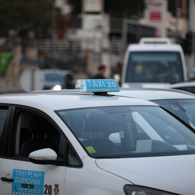 Za sugrađane je Plavi taxi sinonim prihvatljive cijene i kvalitete, ali ima i nezadovoljnika