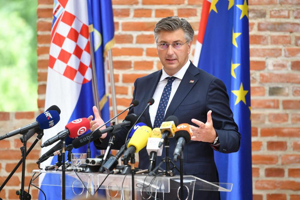 Andrej Plenković: Nema nikog u Hrvatskoj tko ne zna da postoji covid, u Hrvatskoj je umrlo više od 8200 ljudi, imamo 34 milijarde kuna izravnih troškova<br />