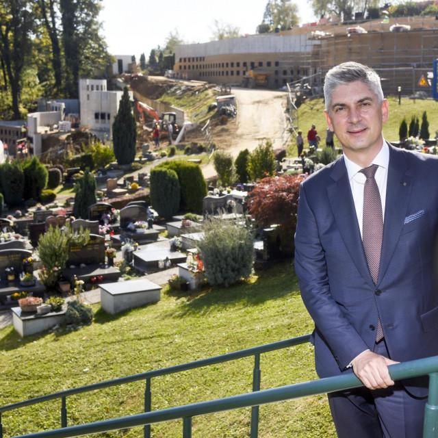 Patrik Šegota tereti se da je s vlasnikom dvaju trgovačkih društava iz Sesveta dogovorio da će im omogućiti dodjelu radova za podružnicu Gradska groblja<br />