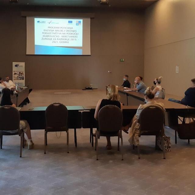 """Održan okrugli stol """"Otvorena diskusija poduzetnika i institucija: mjere i poticaji za razvoj poduzetništva"""""""