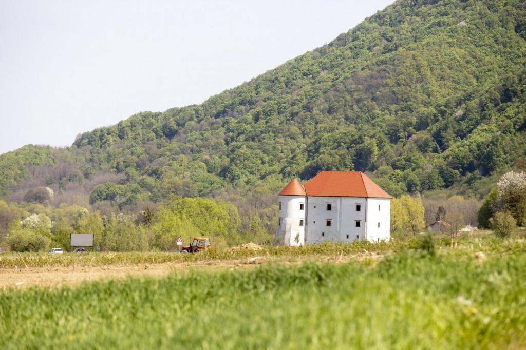Na fotografiji: Dvorac Bela