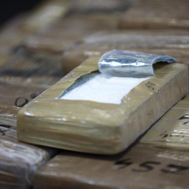 Kokain je pronađen u tri putne torbe i u rashladnom uređaju u Luci Ploče