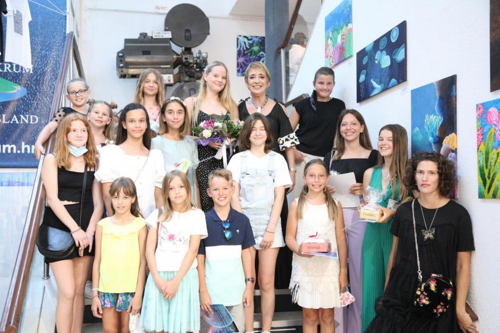 Otvorena izložba polaznika Male škole slikanja