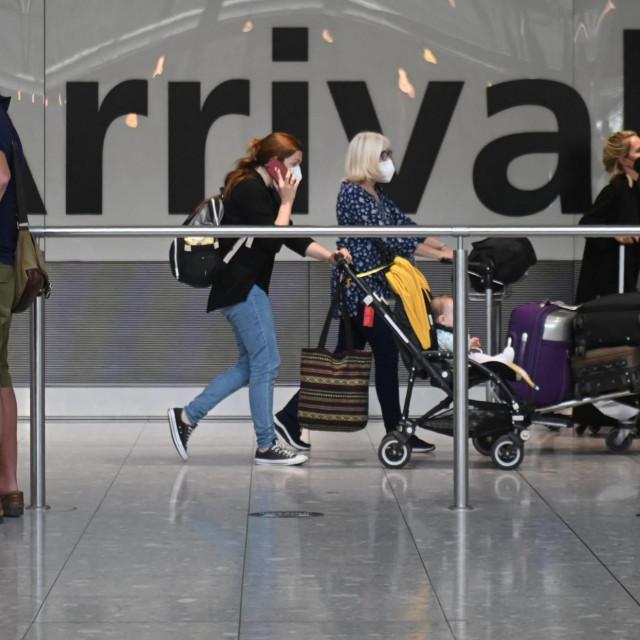 Putnici koji se iz Francuske vraćaju u Englesku moraju u desetodnevnu karantenu