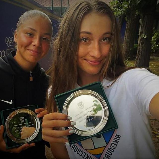 Selfie nakon finala u Milanu - Sofia Costoulas iz Belgije i Lucija Ćirić Bagarić