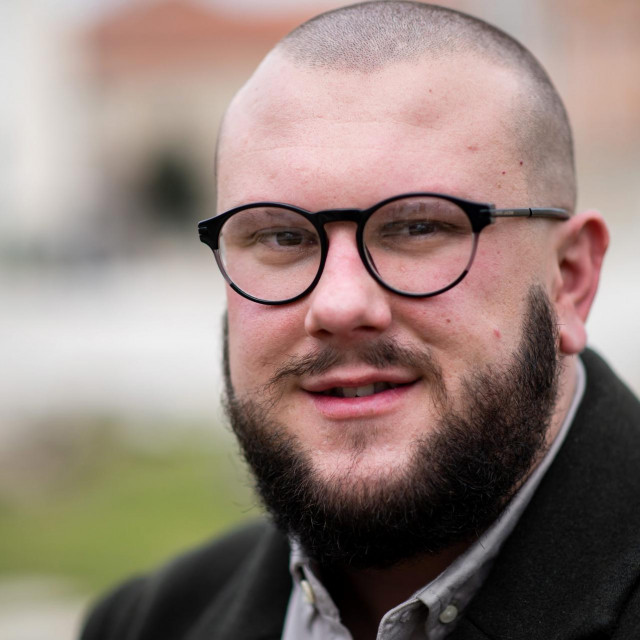 Emanuel Stojanov se nada da će mu prihodi omogućiti da zaposli još jednog radnika tipa psihologa ili sličan profil pogodan za posao s ljudskim potencijalima i tako sam postane poslodavac