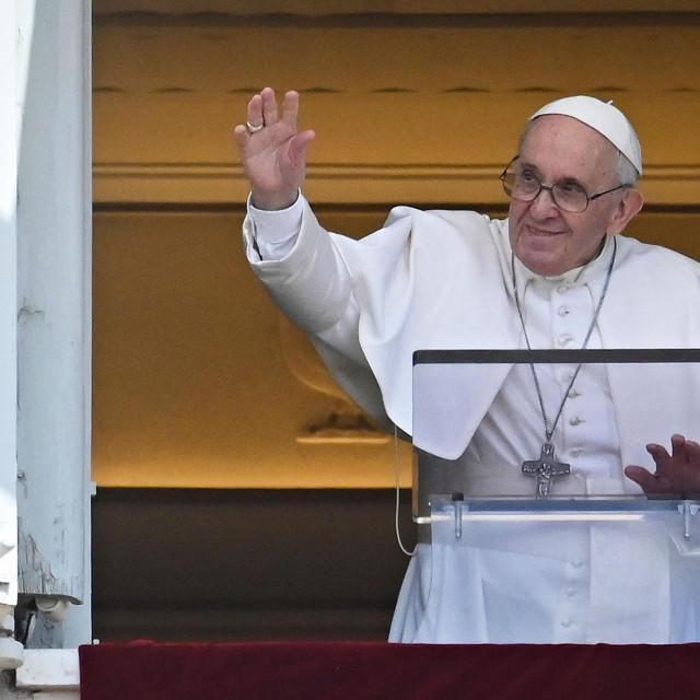 Papa Franjo: Zaustavimo mahnitu žurbu koju diktira naš dnevni ritam