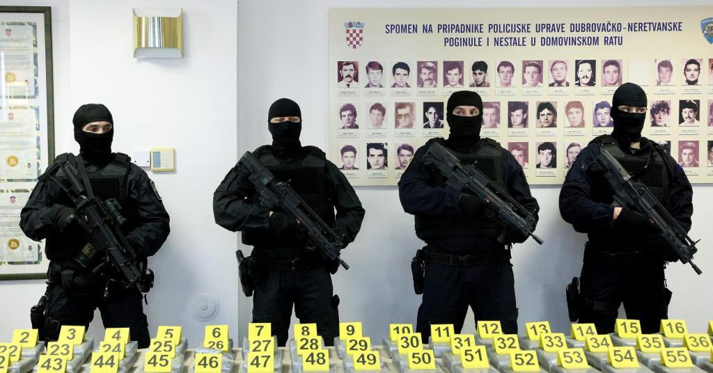 S izvanredne konferencije dubrovačke policije nakon velike zapljene kokaina u Luci Ploče početkom ožujka