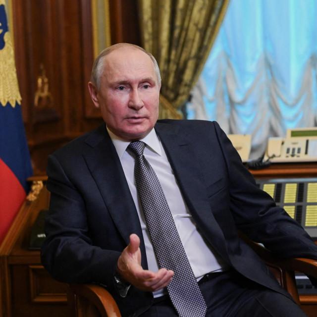 Vladimir Putin zaprijetio je da će rasporediti hipersonične projektile na brodove i podmornice, a djelovat će ako SAD rasporede nuklearno oružje u Europi