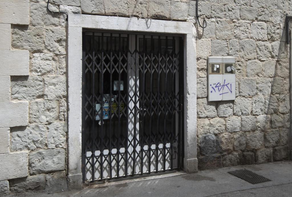 'Magellan' zatvorio vrata...