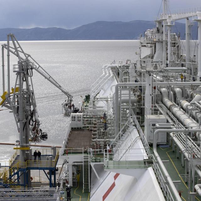 Brod LNG Croatia spojen je na terminal u Omišlju