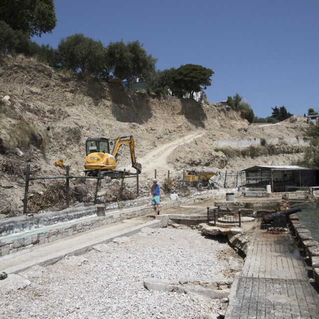 Ministarstvo je indirektno priznalo da do sada nisu nadzirali obavljanje radova, dok su bageri rušili zidove i zelenilo
