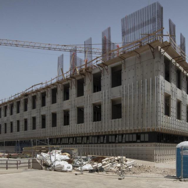 Na zgradi Općinskog suda bespravno se počeo nadograđivati treći kat