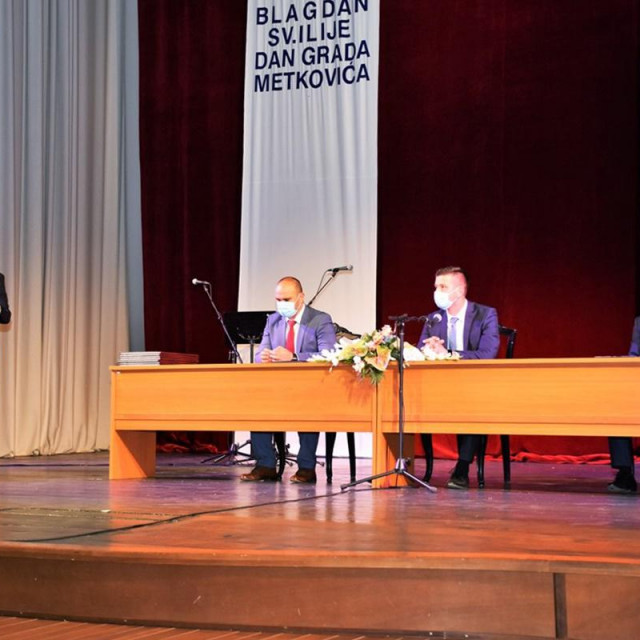 Povodom Dana Grada Metkovića i blagdana njegova zaštitnika sv. Ilije, jučer je održana svečana sjednica Gradskog vijeća