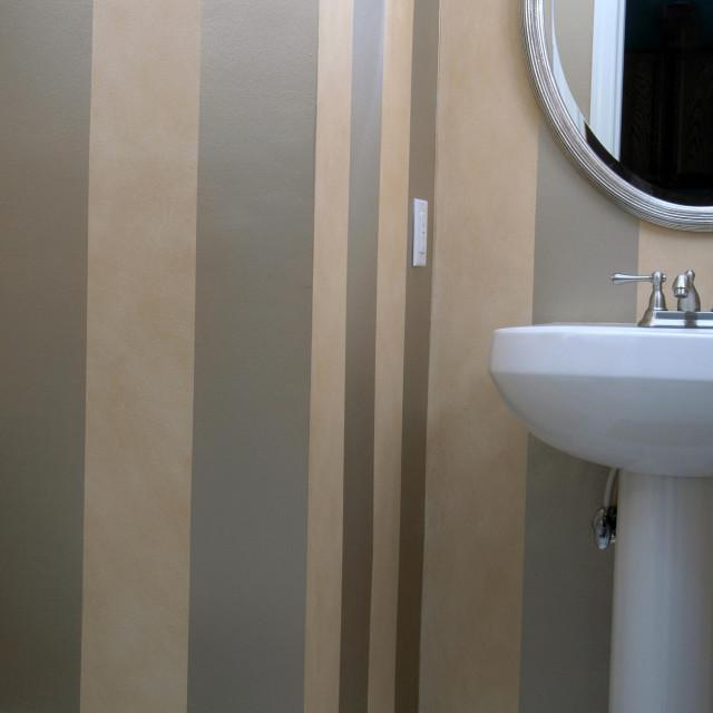 Prugice na zidu su vječna elegancija, ali i trendi, a prostoru daju sasvim novu dimenziju