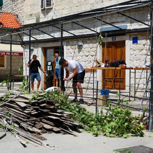 Uklanjanje štekata pizzerije 'Galija' u Tončićevoj ulici
