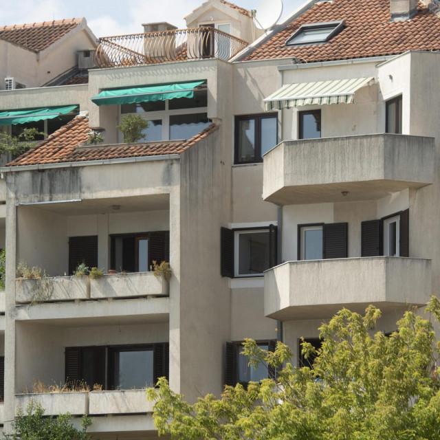 Obiteljska kuća u ulici Križine u kojoj stanuje Zvonko Kotarac, poznati gradjevinski poduzetnik koji je jutros uhićen u svome domu