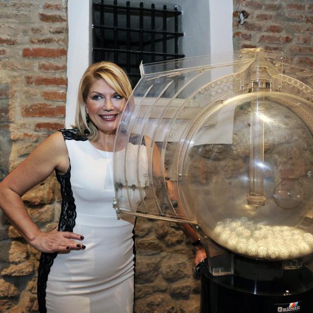 Nije poznato hoće li se u nagradnu covid kampanju uključiti i legendarna 'loto djevojka' Suzana Mančić