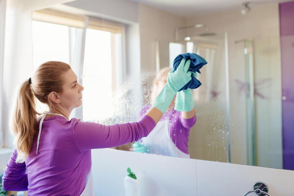 Najčešće se ogledalo namaže s mješavinom octa i vode