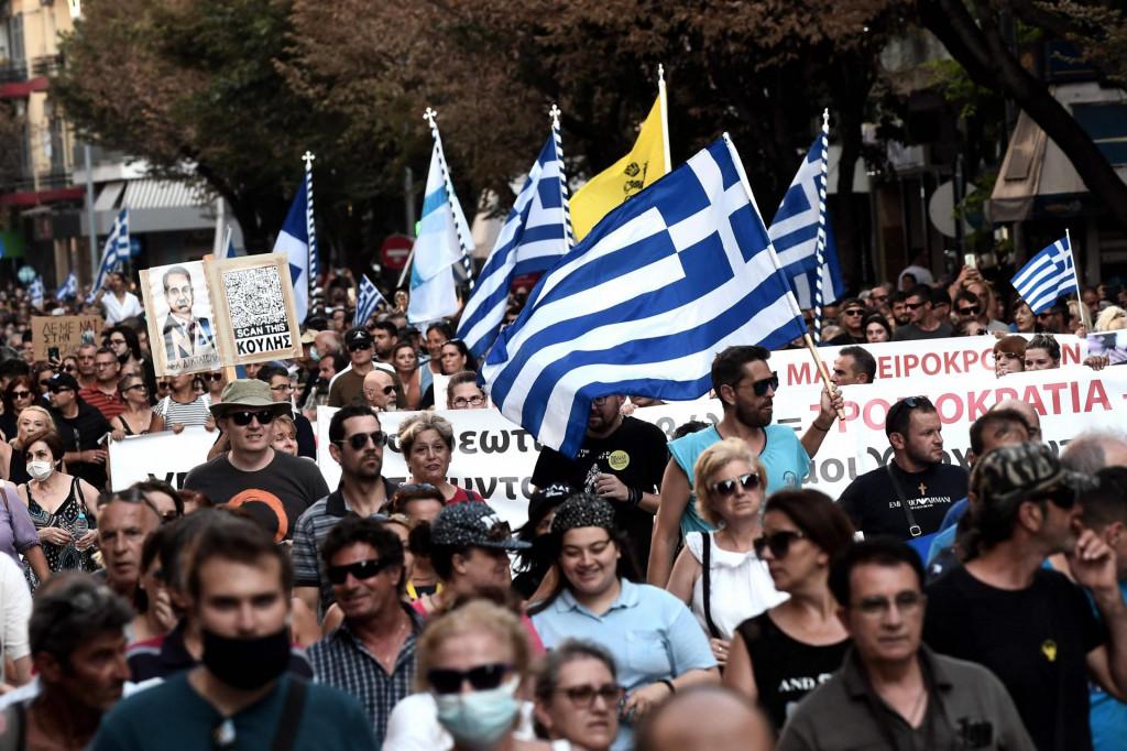 Mnogi su prosvjednici iznijeli grčku zastavu