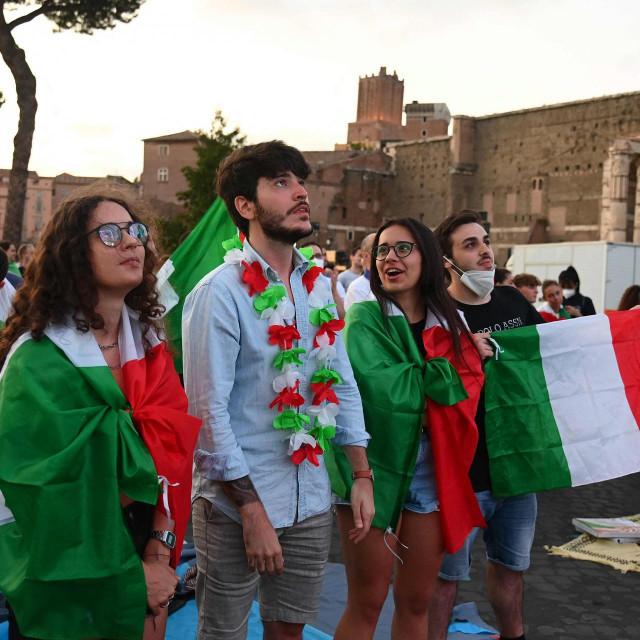 Hoće li mladi Rimljani u kolovozu svratiti do Dubrovnika?