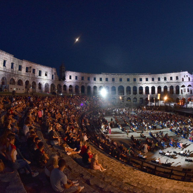 Svaku večer se u1500 ljudi slije u Arenu, možda najveće otvoreno kino na svijetu