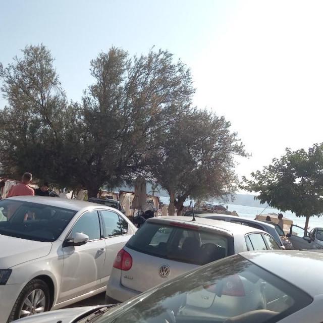 Improvizirano taksi stajalište na Kašjunima