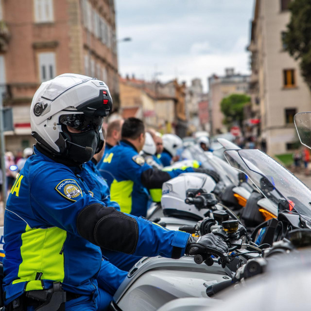 Policija se svim resursima uključila u potragu za motoristom, motociklom i kacigom<br />